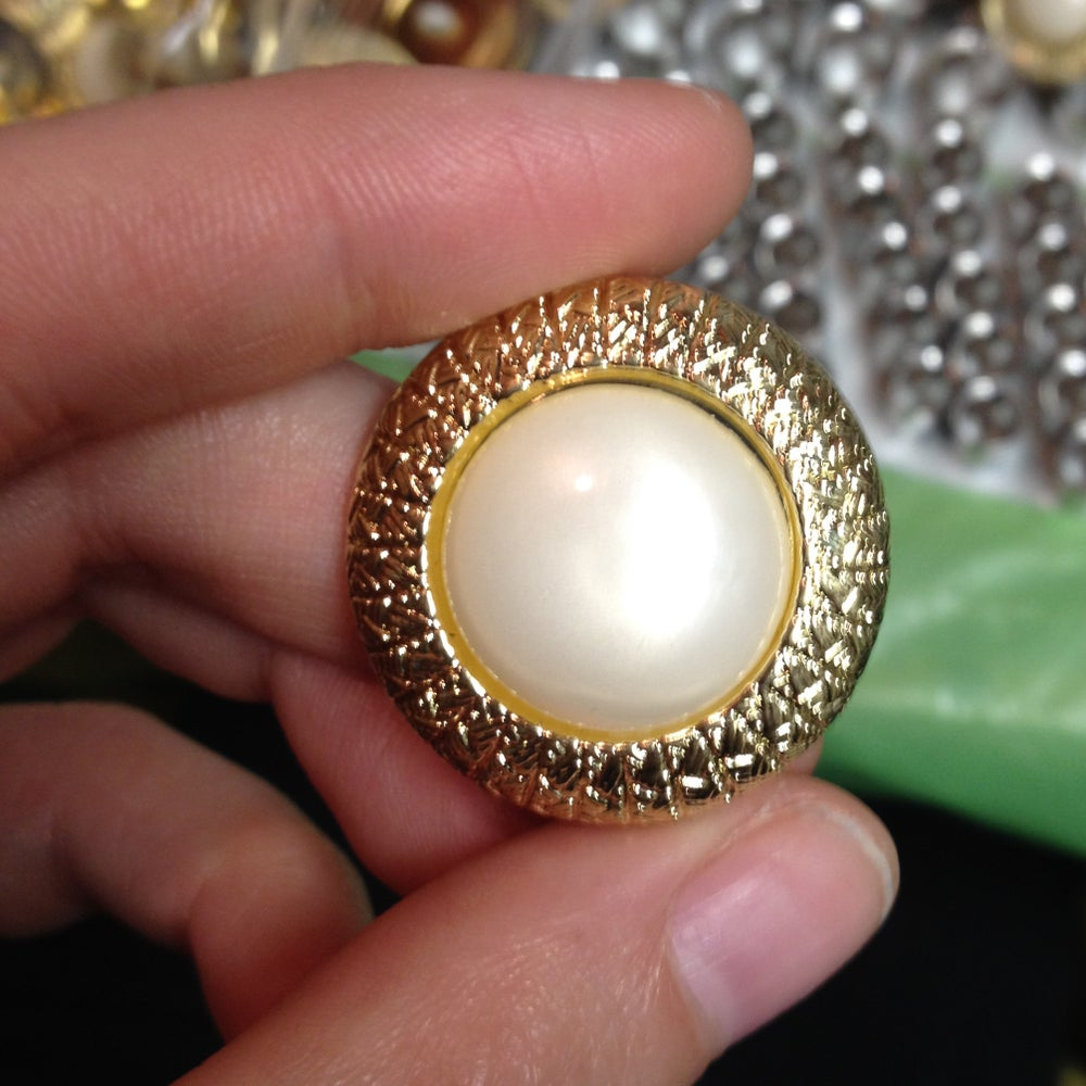 "Image of Thick Golden Pearl Plugs (sizes 0g-1"")"