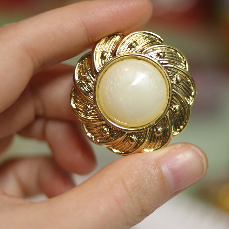Image of Flower Gold Pearl Plugs (sizes 1/2-7/8)