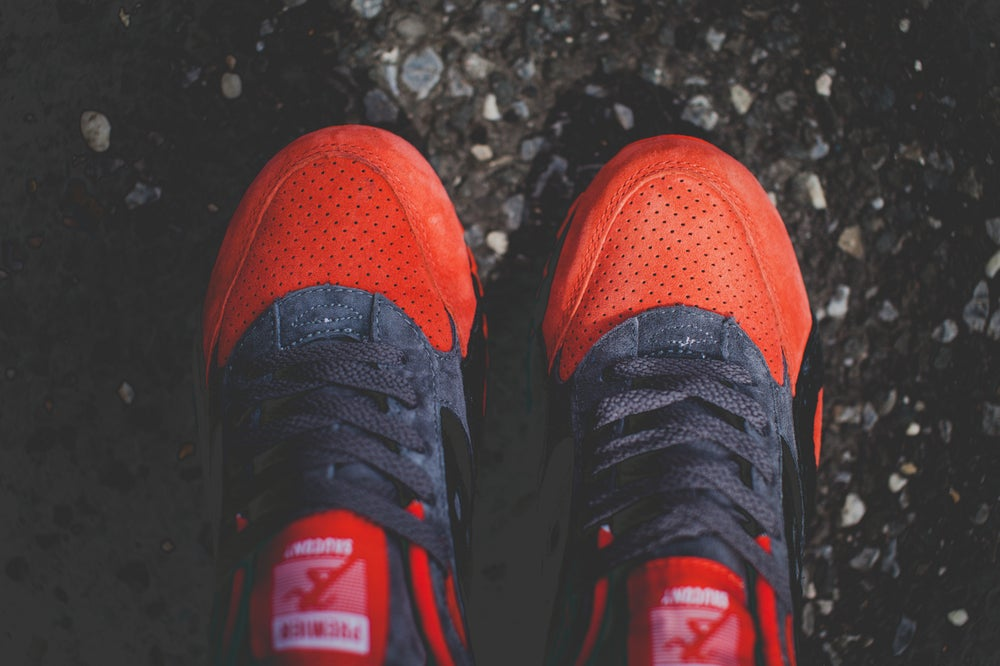 """Image of Saucony Shadow 6000 x Premier """"Life On Mars"""" Grey/Red 70148-1"""