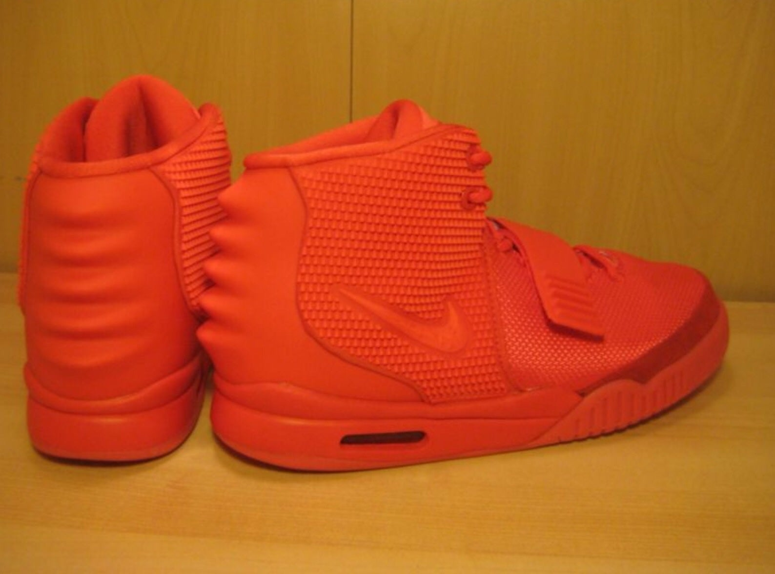 nike yeezy 2 red october