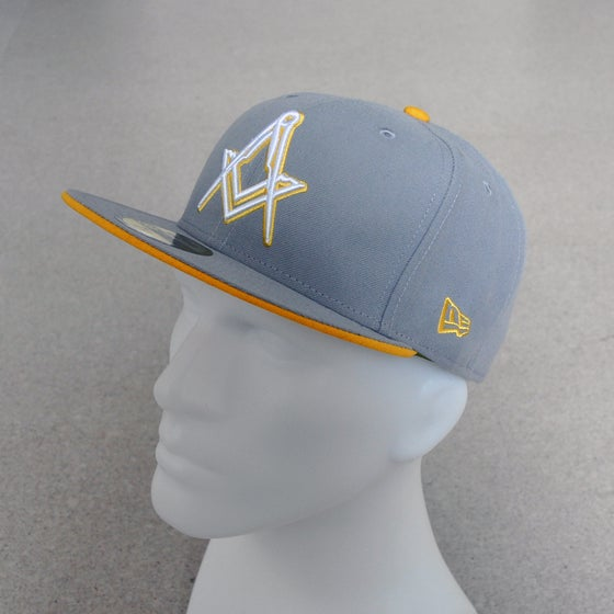 Image of New Era 5950 Fitted Cap - Grey Yellow