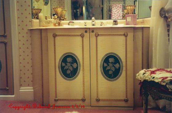 Image of Item No. 227 Rose Bathroom Design.