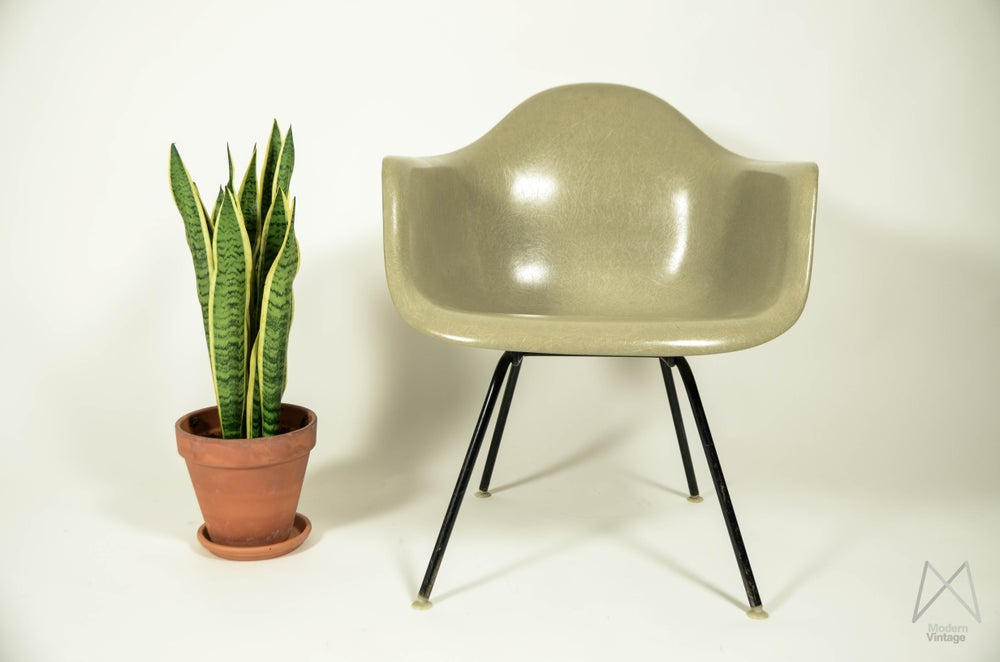 Image of Eames HM LAX Greige Grey - stoel kopen stuhle kaufen chaise acheter
