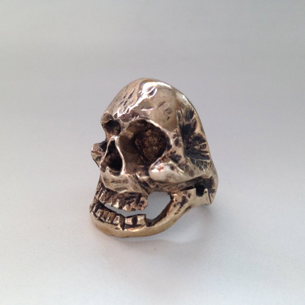 Image of The Chatterbox Skull Ring