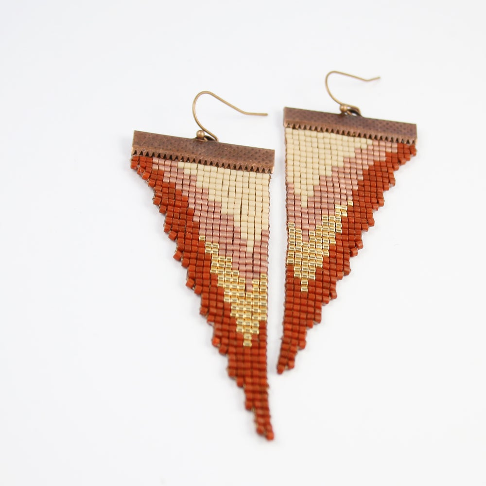 Image of Godin Tempe // Loom-beaded Earrings