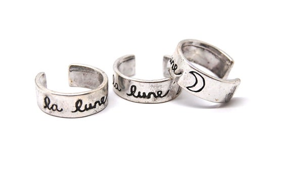 Image of La Lune Silver Crescent Moon Midi Ring