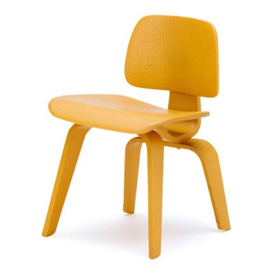 Image of Designer Chairs Miniature – LCW. Charles and Ray Eames 1950