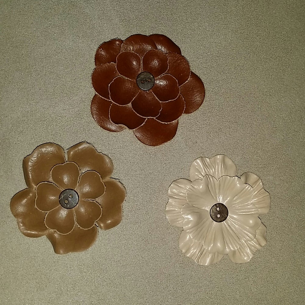 Image of FAUX LEATHER DAISY LAPEL FLOWER