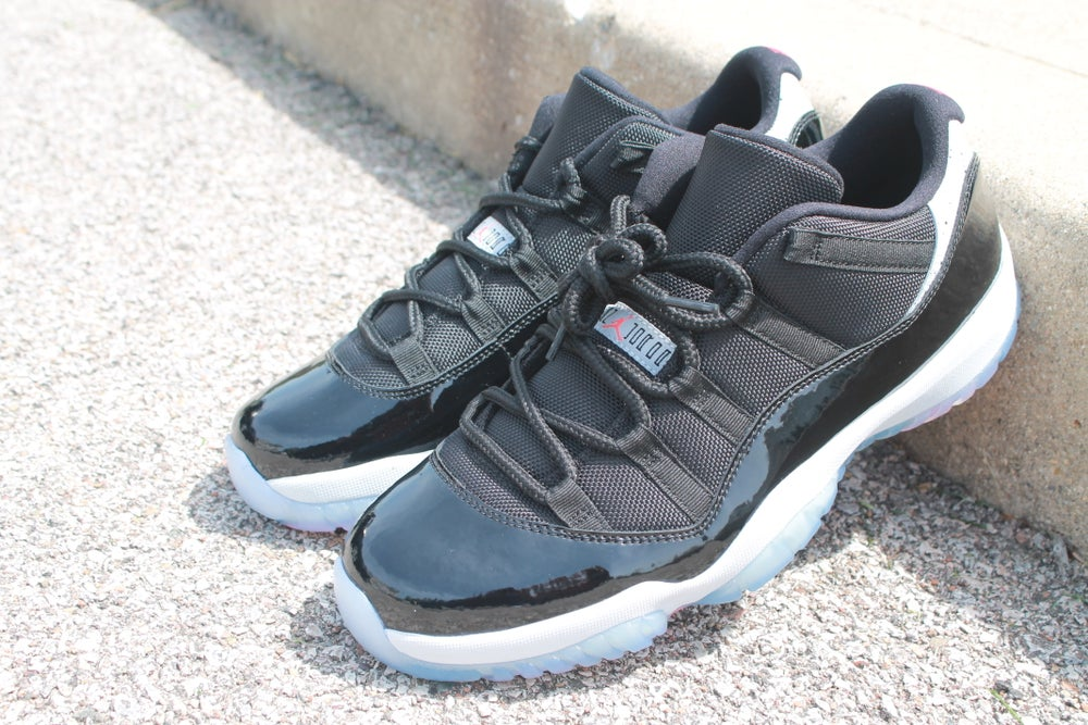"Image of Jordan 11 Low ""Infrared23"""