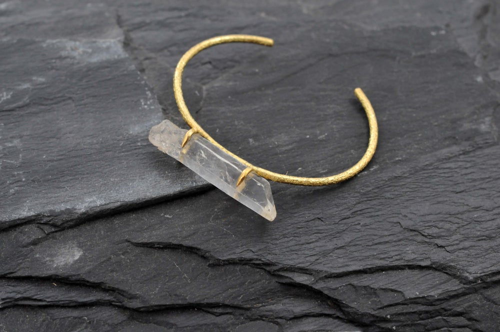 Image of Horisontal bracelet with crystal in brass