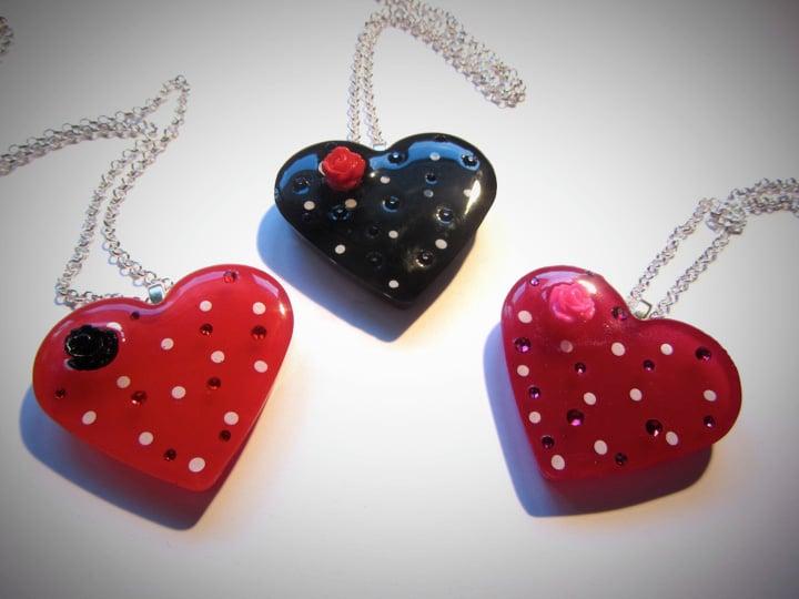 Magenta & White Spot Retro Heart Pendant