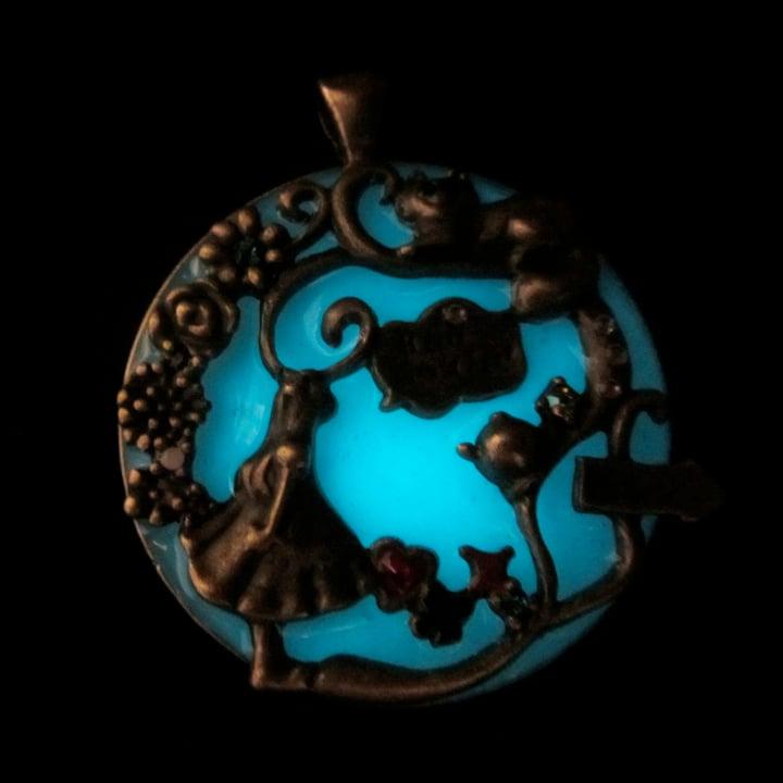 Wonderland Victoriana Glow Bronze Pendant