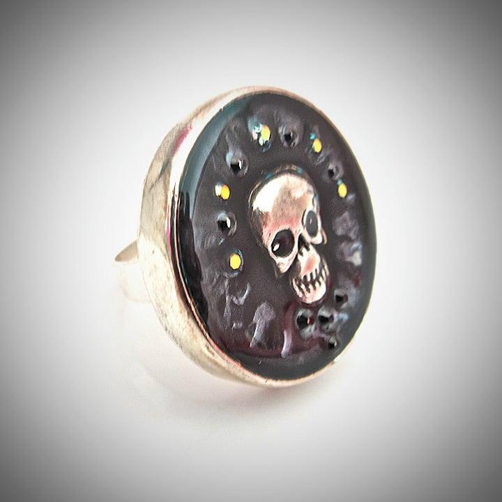 Midnight Rocks Skullie Silver Ring