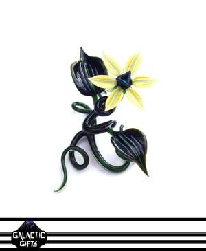 Image of Jupiter Nielsen Butter Lily Flower Specimen Sculpture