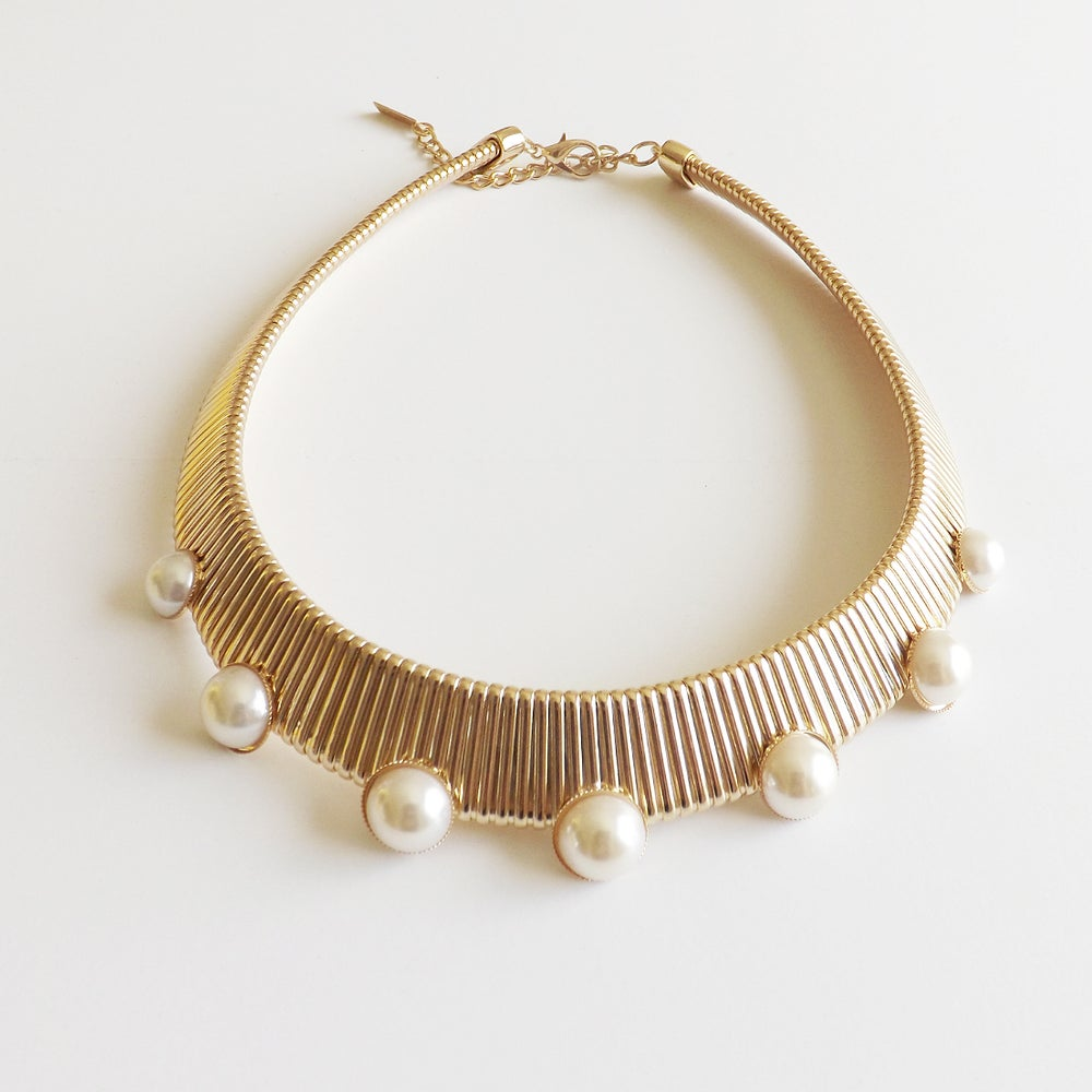 Image of Omega Pearl Choker Gold