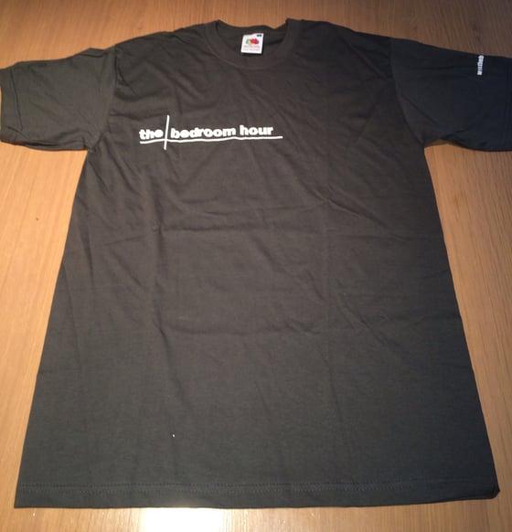 Image of Dark Grey bedroom hour Logo tee