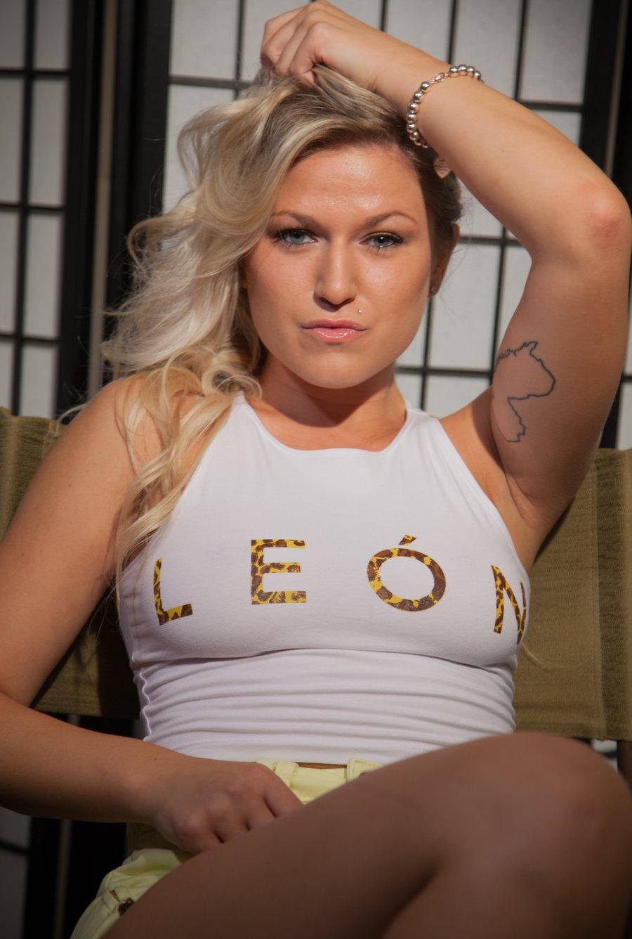 "Image of Women's ""León"" White/Cheetah Crop"
