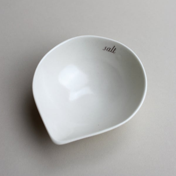 Image of salt cellar spouted bowl in sugary ivory