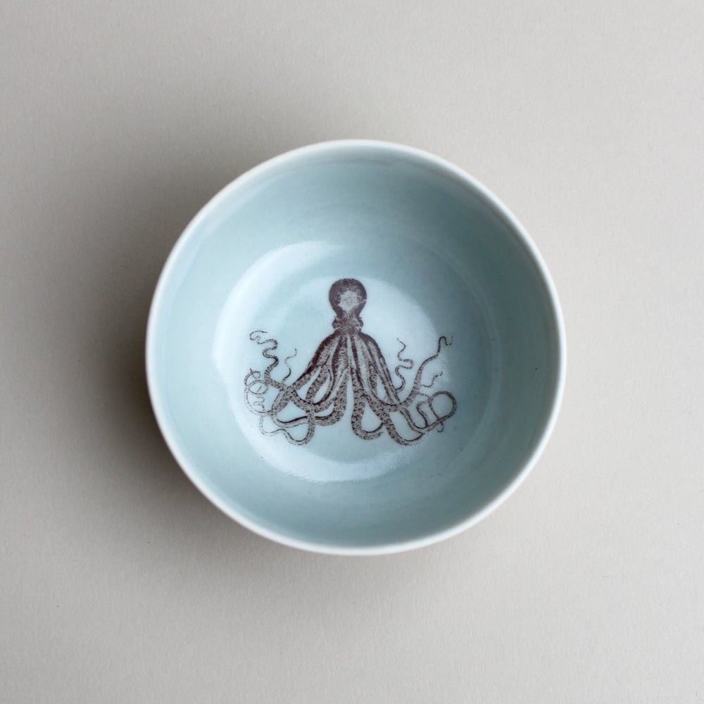 Image of roundie bowl with octopus, ocean