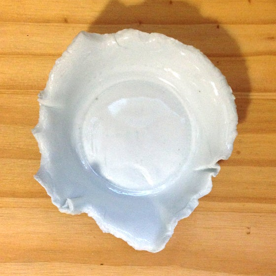 Image of ripped-edge dish (small)