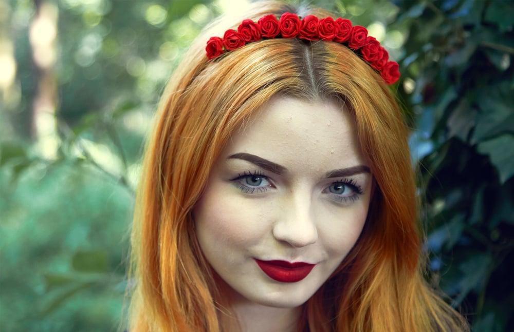 Image of Mini Rose Crown Red
