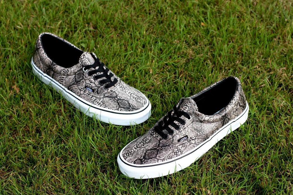Image of VANS ERA LOW SNAKESKIN GRAY/BLACK