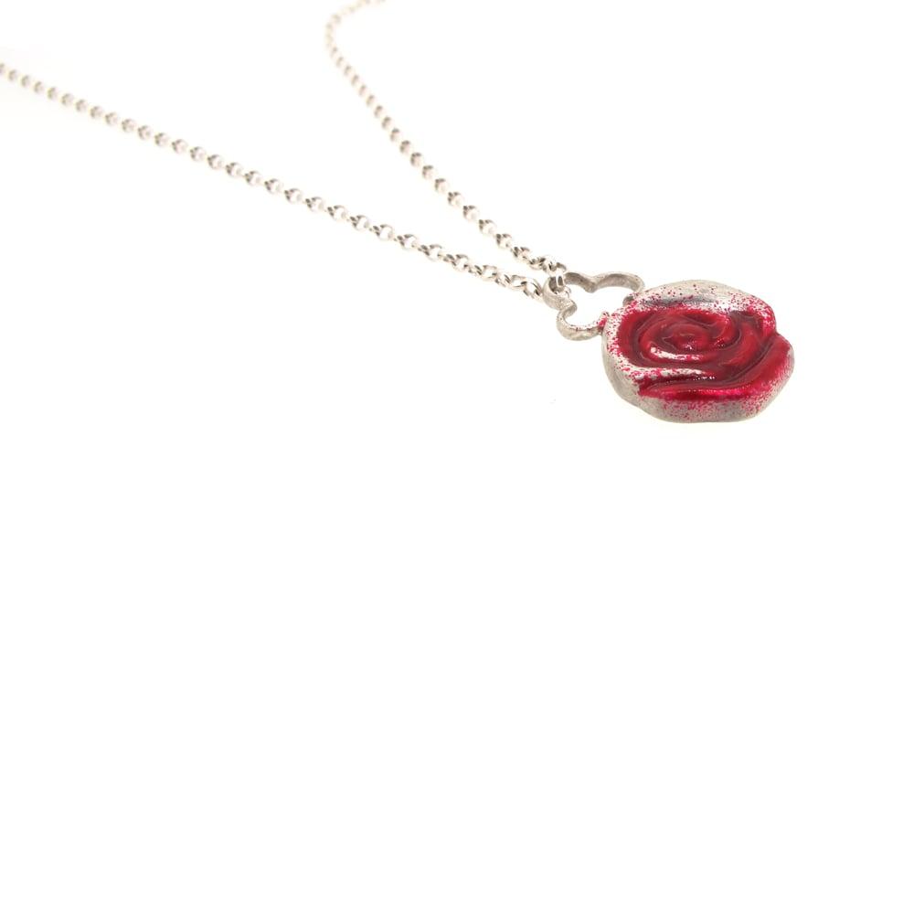 Sian Bostwick Jewellery Wonderland Painting The Roses Red Pendant ZKaTo