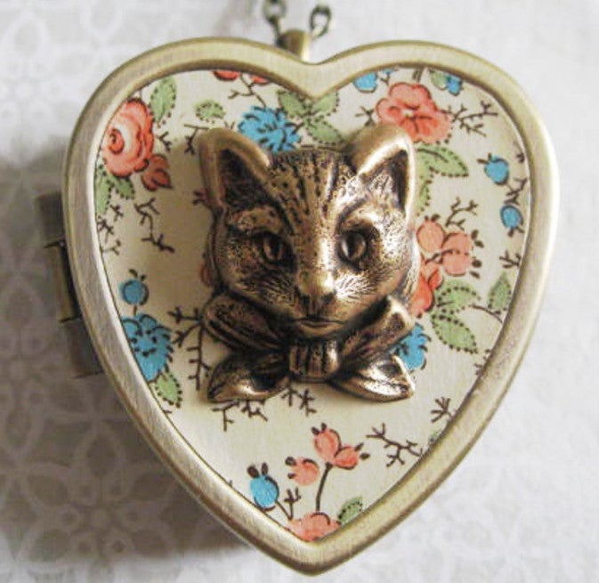 Image of Sweet Molly Cat Face Music Box Locket - floral red