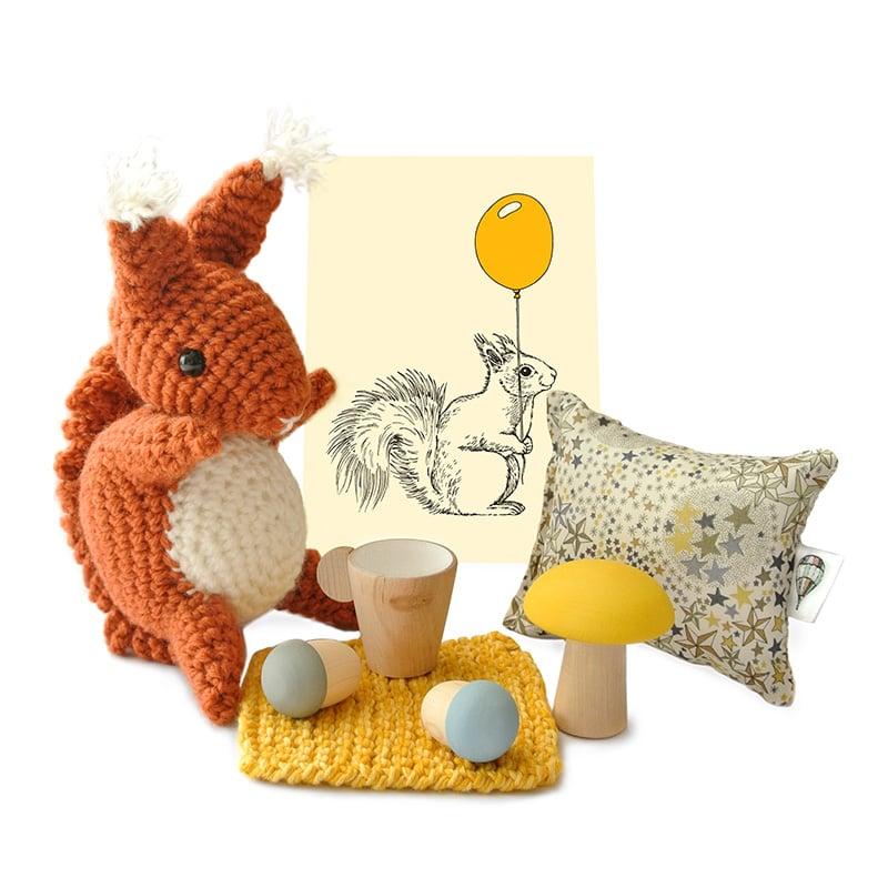 Image of Doudou écureuil avec les accessoires