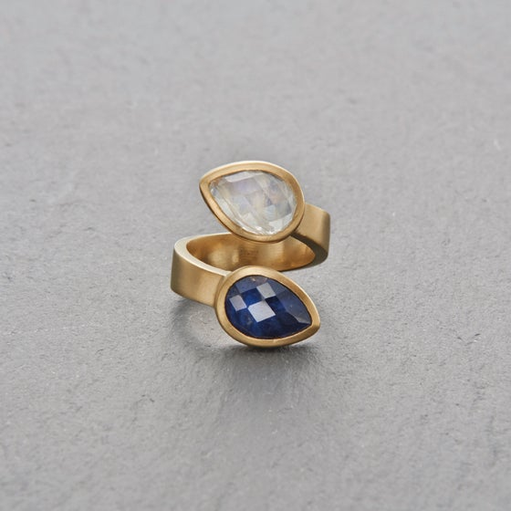 Image of Trincomalee II Blue Sapphire Ring Gold