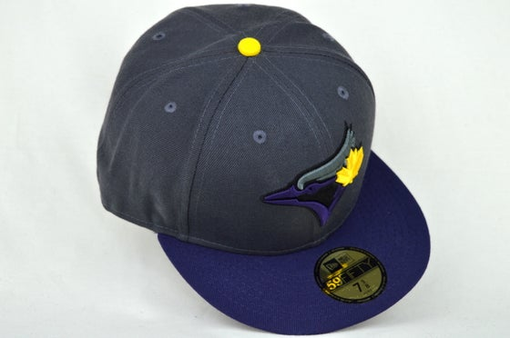 Image of TORONTO BLUE JAYS CUSTOM DRK GRY, PUR & YELL NEW ERA 5950 FITTED CAP