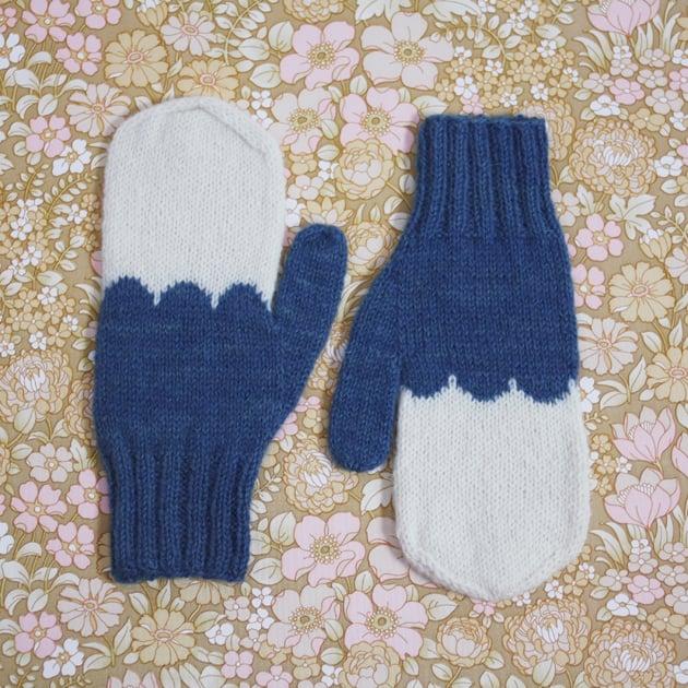 Image of Granliden Mittens: Indigo/Blue