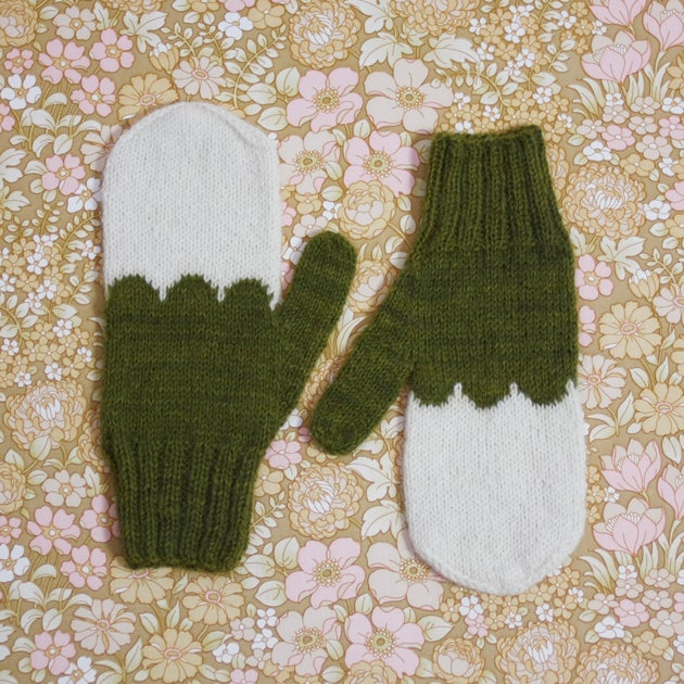 Image of Granliden Mittens: Birch Leaves/Dark Green