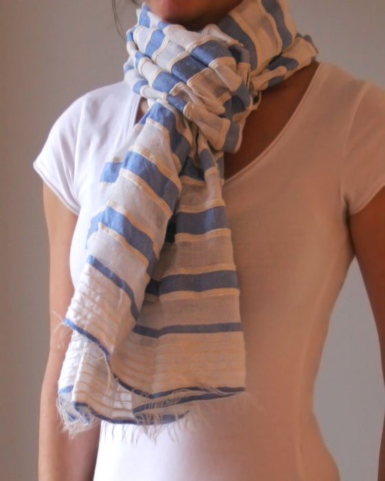 Image of Écharpe bleu ciel / Light blue scarf