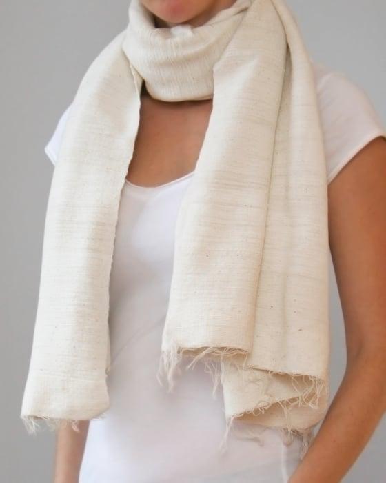 Image of Écharpe blanc crème / Warm creamy white scarf