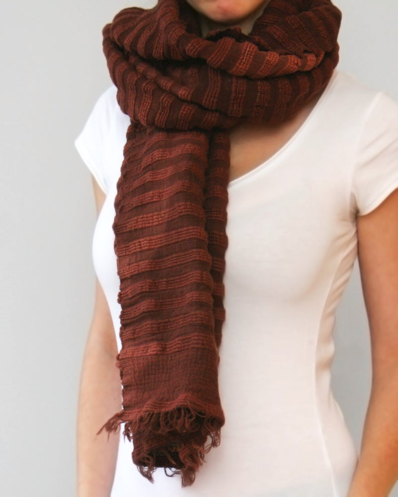 Image of Écharpe brune en coton épais / Thick cotton brown scarf
