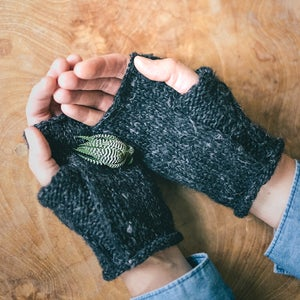 Image of Wabi Mitts knit kit