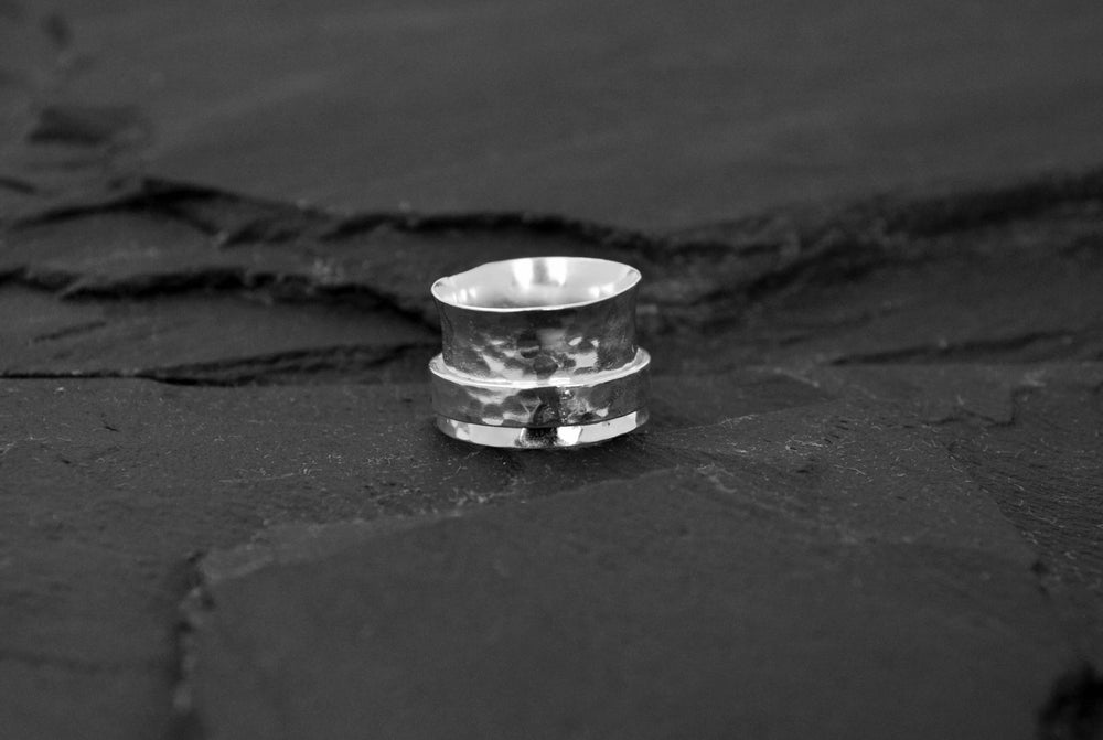 Image of Stressring with band in silver plated brass
