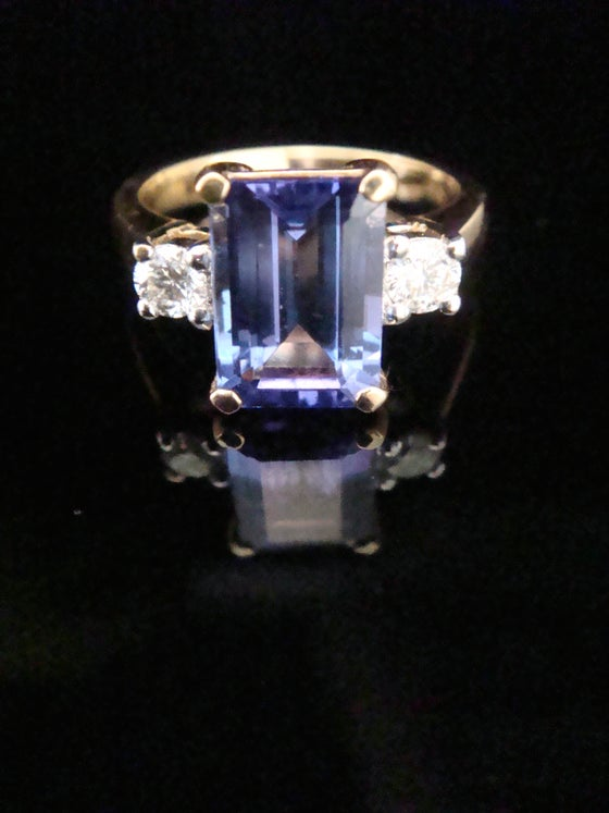 Image of 18CT 2.60CT FINE TANZANITE & DIAMOND 3 STONE RING