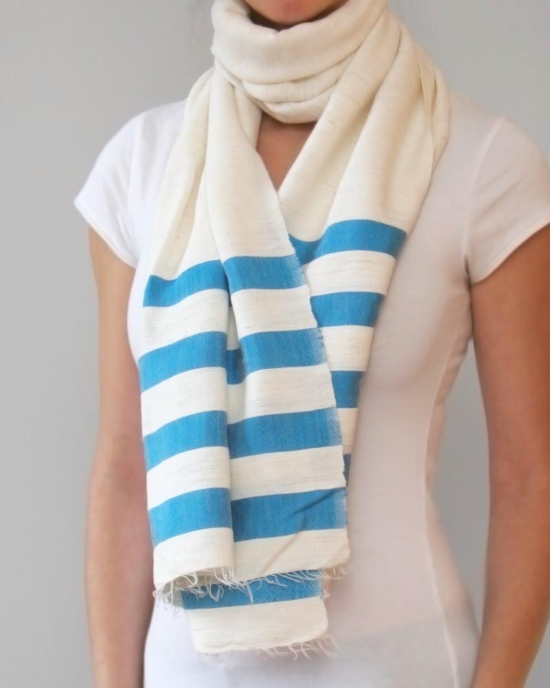 Image of Écharpes à rayure larges - couleurs variées / Scarves with bright larges stripes - lots of colors