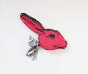 "Image de Masque "" Animalesque"" de Sara Lowes. Lapin rose"