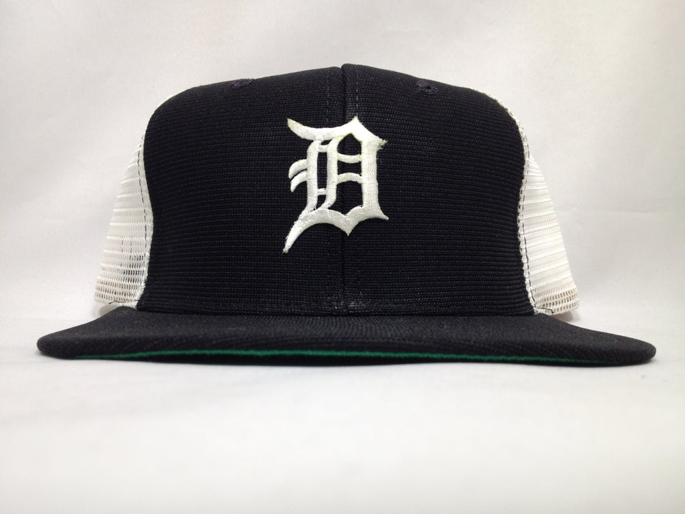 Image of Vintage Deadstock Detroit Tigers Navy White New Era Meshback Snapback Cap