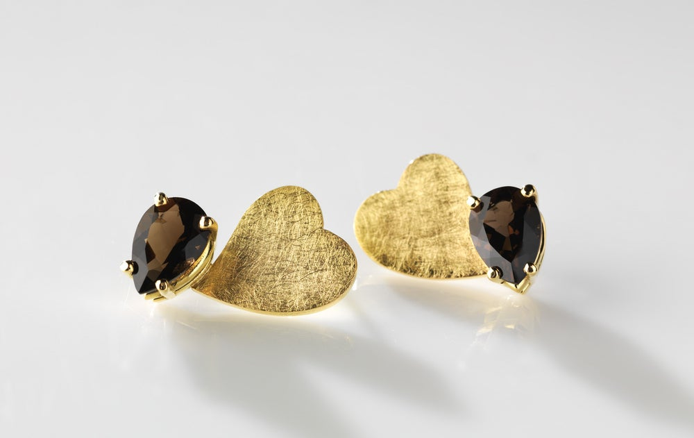 Image of Je te donne mon cœur earrings in gold and smoky quartz - oorringen in goud en rookkwarts