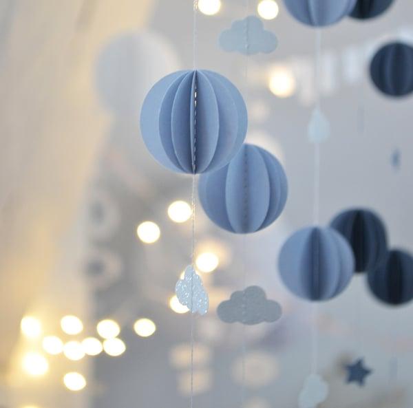 Image of Guirlande sphères bleu-gris doux et nuages blanc paillété