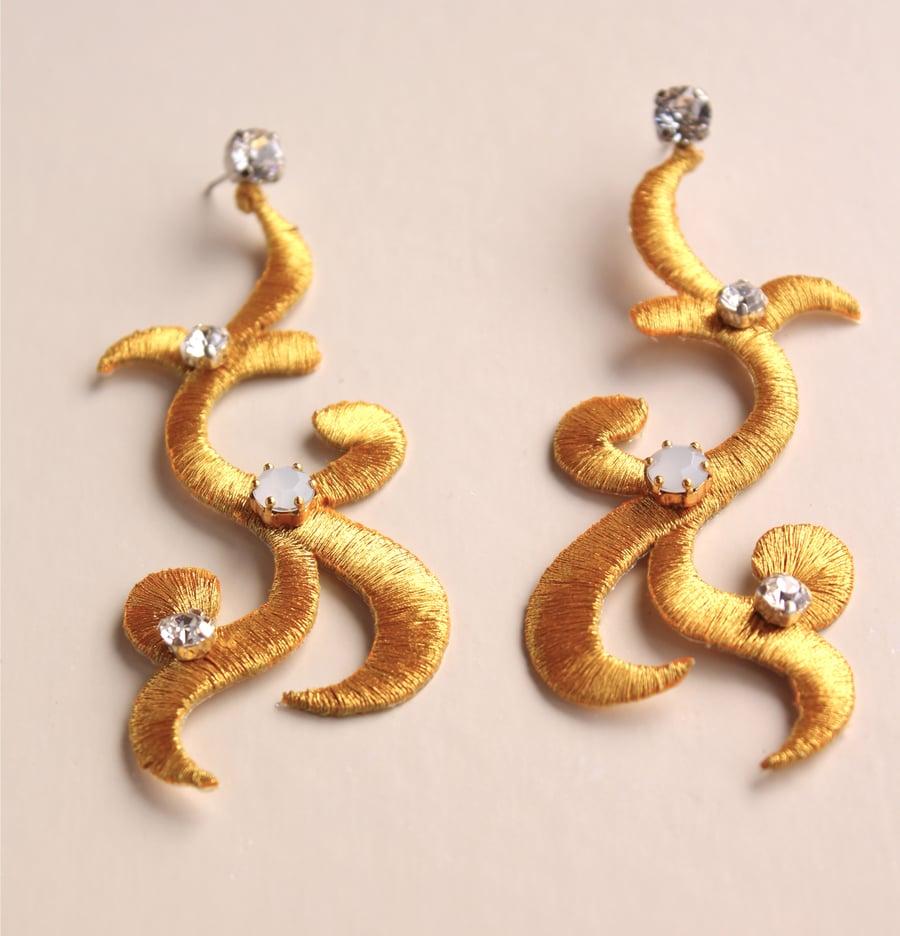 Image of Orecchini Anna oro con cristalli swarovsky bianchi
