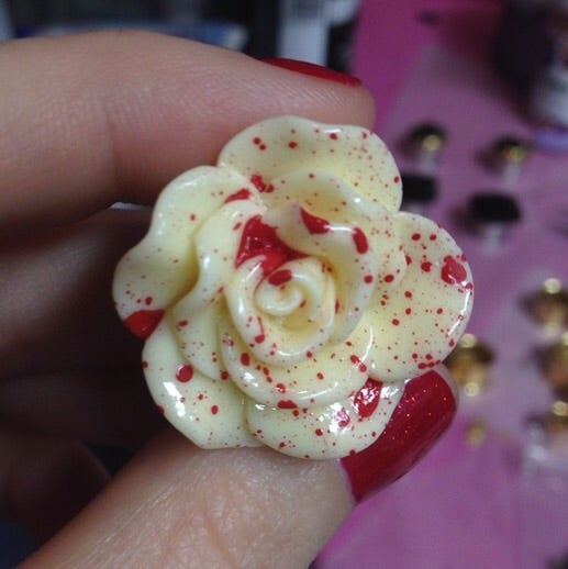 "Image of Blood spatter roses (sizes 0g- 1 1/2"")"