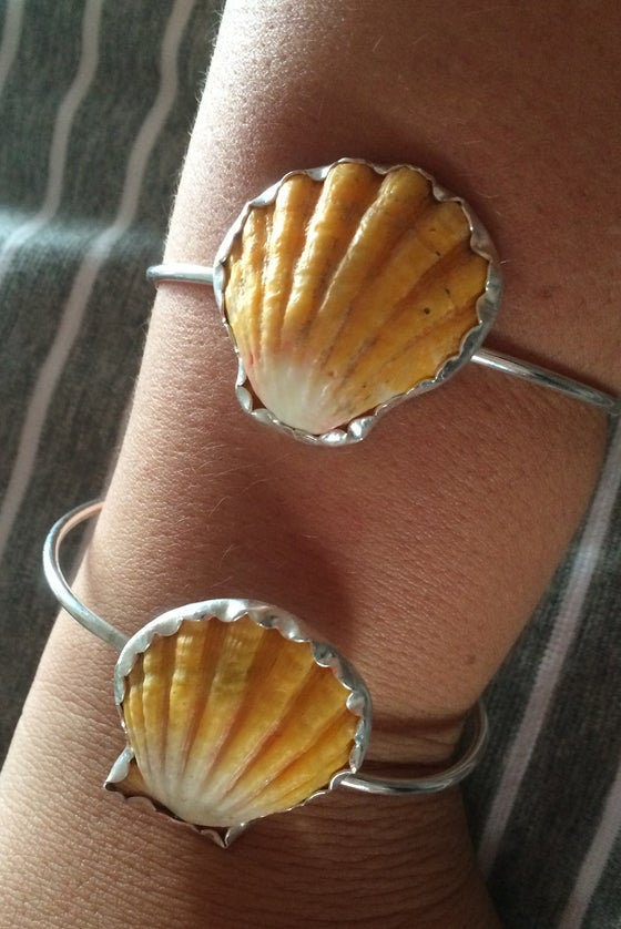 Image of Sunrise Shell Bezel Cuff
