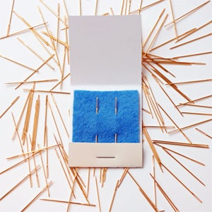 Image of Gold-plated cross-stitch needles (pack of 2)