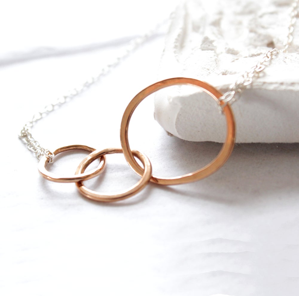 Image of Interlocking loops rose gold necklace