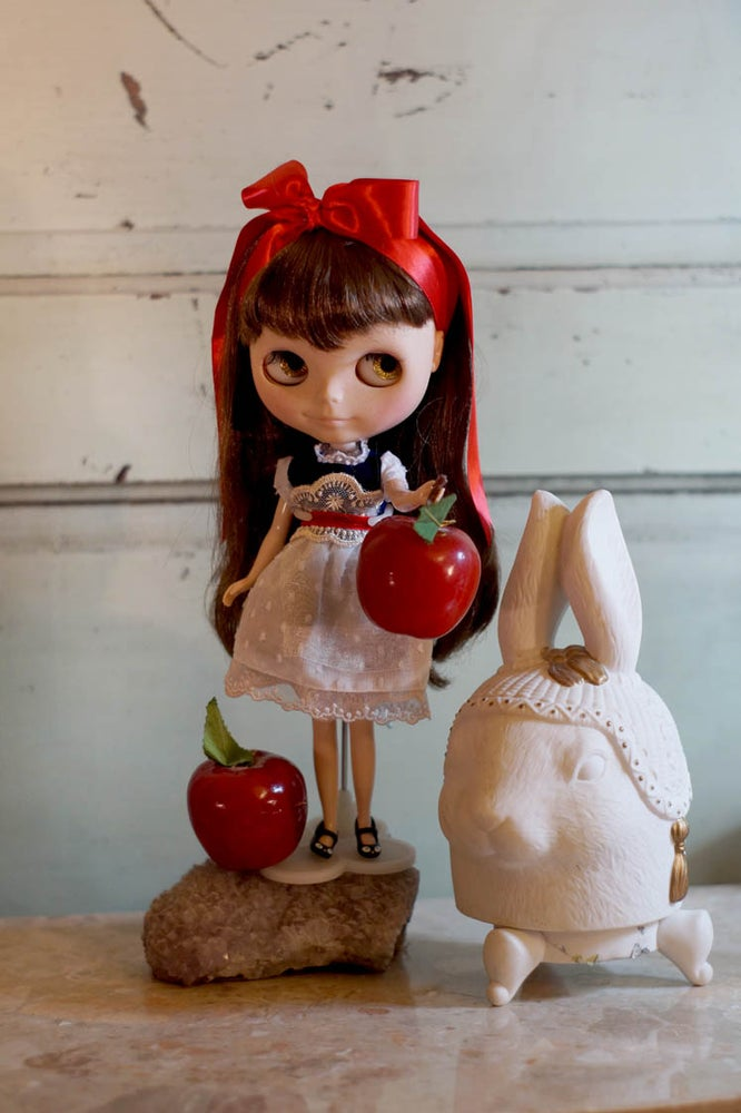 Image of Blythe Fashion Snow White :  Date w/ Blythe Auction